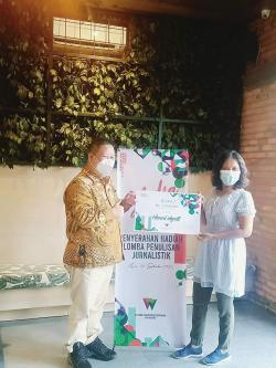 Wartawan Riau Pos Juara II LKTJ RFB