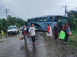 Tabrakan Beruntun Bus dan Dua Truk di Lintas Timur