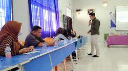 Siswa SMA Belajar Teknik Fotografi