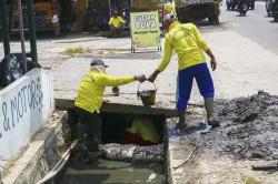 Drainase Dipenuhi Sampah