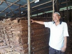 Melihat Usaha Atap Daun Rumbia di Pekanbaru