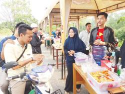 Kampung Takjil, Tugas Kuliah Sekaligus Membantu Sesama Mahasiswa