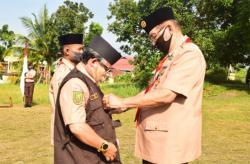 Kwarda Riau Anugerahkan Tanda Penghargaan kepada anggota Gerakan Pramuka