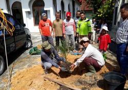 Ribuan Batang Kurma untuk Masjid dan Musala
