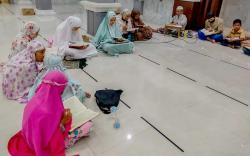 Antusias Tadarusan, Anak-Anak Ramaikan Masjid