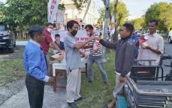 Gerindra Bagikan Takjil dan Masker untuk Warga Bangkinang