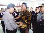 Tak Miliki Sertifikat, Seragam Diganti Batik