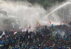 LBH: Buzzer-Buzzer Politik Penebar Fitnah Dibiarkan Kepolisian