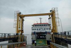 Roro dan Kapal Barang LN Tetap Berlayar di Pelabuhan Dumai