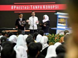 Jokowi Dukung Mendikbud Nadiem Hapus UN