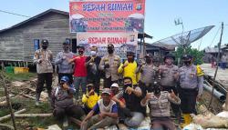Kapolsek Panipahan Bersama Tokoh Masyarakat Bangun Rumah Nelayan
