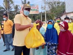 DPD Inhu Rayakan HUT Golkar dengan Penyerahan Santunan