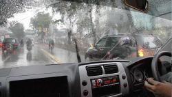 Musim Hujan, Ini Tip saat Mengendarai Mobil