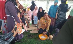 Ibu-Ibu Heboh, Repol Terima Tantangan Parut Kelapa
