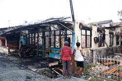 Tiga Rumah Petak Ludes Terbakar