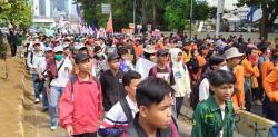 Longmarch ke DPR, Ribuan Massa Demo Jilid III Dihadang Aparat