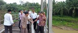 Anggota DPR RI Tinjau Jembatan Sungai Kuantan yang Rusak di Bandar Alai Kari