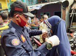 Bupati Rohil Bagikan Masker untuk Masyarakat