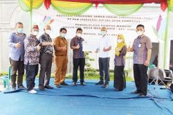 PLN Serahkan Bantuan Alat Pengolahan Limbah ke LPM Desa Medan Krio
