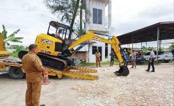 Normalisasi Parit Kecil dengan Mini Excavator