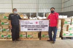 Coca-Cola Amatil Indonesia Bersama PMI Kalsel Beri Bantuan Air Minum