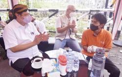 Curhat Owner Martabak ke Airlangga