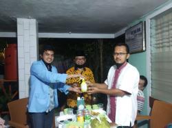 Tim Relawan Unri Bagikan Hasil Produksi Sabun Cair