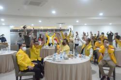 Tunda Pleno Partai Pilih Nobar Thomas Cup, Airlangga Doakan Indonesia Juara