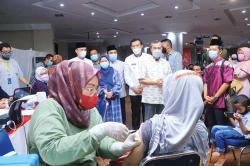 Wako Tinjau Vaksinasi Massal Imam dan Pengurus Masjid