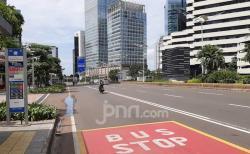 Akhir Pekan di Tengah Covid-19, Jalan Protokol di Jakarta Sepi