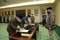 Menteri Agama Lantik Khairunnas Rajab sebagai Rektor UIN Suska Riau