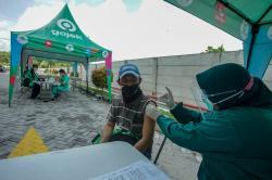 Ratusan Mitra Driver Gojek di Pekanbaru Divaksinasi Covid-19