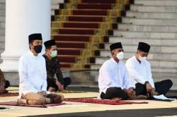 Presiden Jokowi Salat Idul Fitri di Istana Bogor