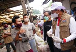 Sandi Uno Temui Anak-Anak Pemulung Bantargebang