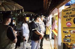 Satgas Bubarkan Kerumunan di Food Park