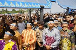Ribuan Pengunjung Terpesona Saksikan Gerhana Matahari di Siak