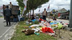 Sampah Menumpuk, Kadis LHK Pekanbaru Sampaikan Permohonan Maaf