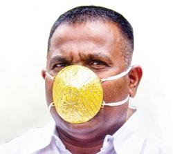 Tangkal Corona, Pakai Masker Emas Rp56 Juta