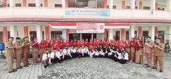 Al Izhar School Gelar Upacara HUT Ke-75 RI