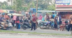 Pasar Kaget Ditutup, Pedagang Malah Gelar Lapak di Bahu Jalan Arengka Atas