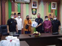 PSMTI Riau Serahkan300 Paket Lebaran Idulfitri