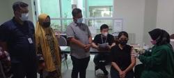 RSD Madani Suntikkan Vaksin Moderna untuk 11.053 Nakes