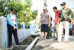 Wali Kota Soroti Drainase yang Kotor