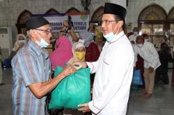 Fadel Muhammad Bagikan Paket Yimelu