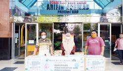 CS Mall Serahkan APD ke RSUD Arifin Achmad