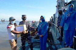 Lanal Berbagi, Dekatkan TNI AL dengan Warga Pesisir Riau