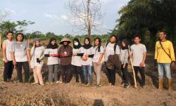 Tim KKN Unri Balek Kampung-Kelompok Tani Teluk Makmur Tanam Jagung