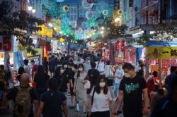 Kasus Covid-19 Melonjak, Singapura Lockdown Lagi