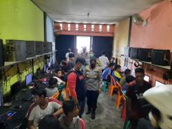 Masih Beroperasi, 25 Pengunjung Warnet Diamankan oleh Polsek Rumbai