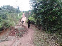 Jalan Menuju Desa Sanglap Longsor